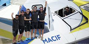 François Gabart et l'équipage de MACIF