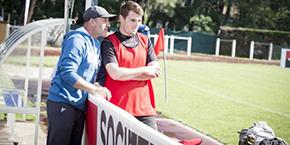 Hervé Bizzotto avec le capitaine des Chaps l'an passé, lors des finales universitaires de seven's rugby