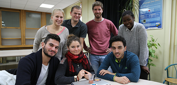 Etudiants plastronique