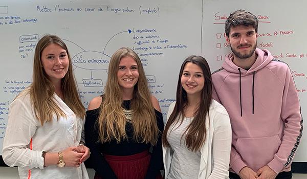 Marion Brun (Université Lyon 1), Clémence Bechet (5e année de génie mécanique), Laurine Grosmollard (Université Lyon 1) et Pierre Scheer (5e année d'informatique)